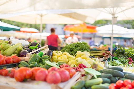 Étale de légumes sur le marché